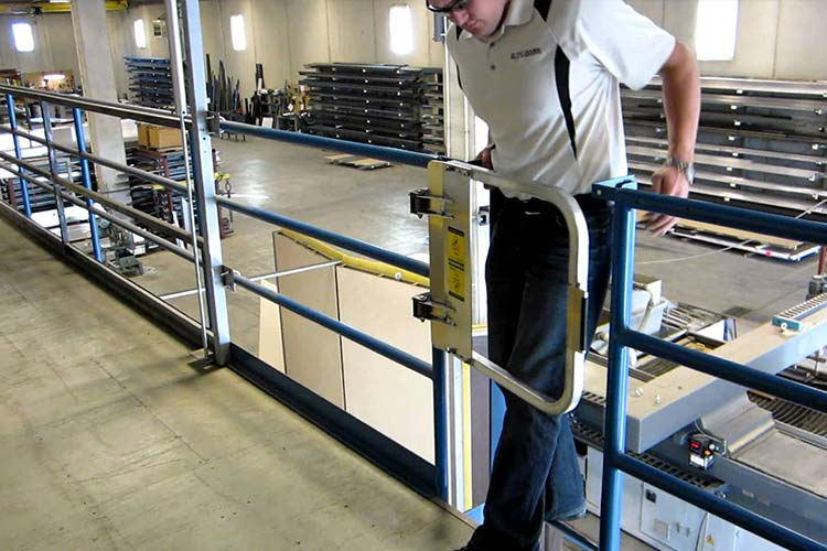 Ladder Self-closing Safety Gate
